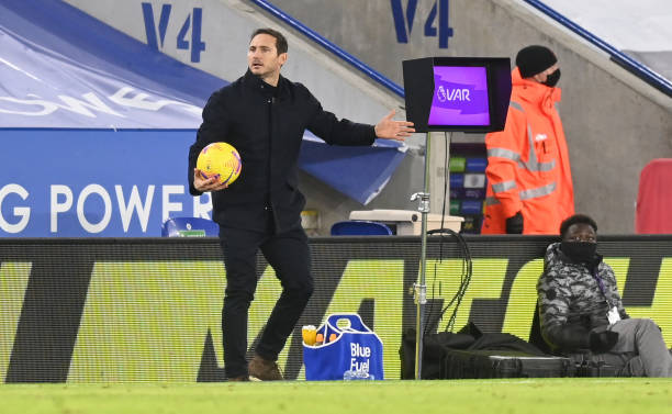 Lampard is visibly cross with his players during Chelseas defeat to Leicester City.