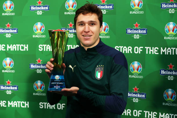 """LONDON, ENGLAND - JULY 06: Federico Chiesa of Italy poses for a photograph with the Heineken """"Star of the Match"""" award after the UEFA Euro 2020 Championship Semi-final match between Italy and Spain at Wembley Stadium on July 06, 2021 in London, England. (Photo by Alex Morton - UEFA/UEFA via Getty Images)"""