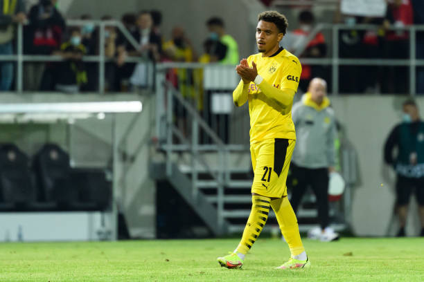 WIESBADEN, GERMANY - AUGUST 07: (BILD ZEITUNG OUT) Donyell Malen of Borussia Dortmund celebrate after winning  the DFB Cup first round match between SV Wehen Wiesbaden and Borussia Dortmund at BRITA-Arena on August 7, 2021 in Wiesbaden, Germany. Barcelona (Photo by Mario Hommes/DeFodi Images via Getty Images)