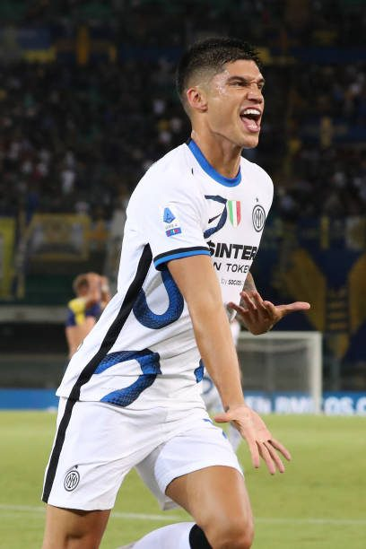 Joaquin Correa of FC Internazionale celebrates after scoring the his team's second goal late on during the Serie A match between Hellas Verona and FC Internazionale at Stadio Marcantonio Bentegodi on August 27, 2021 in Verona, Italy. (Photo by Giuseppe Cottini/NurPhoto via Getty Images)